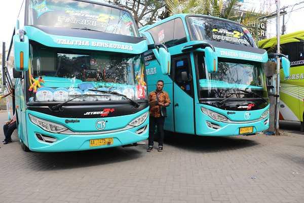 bus wisata malang