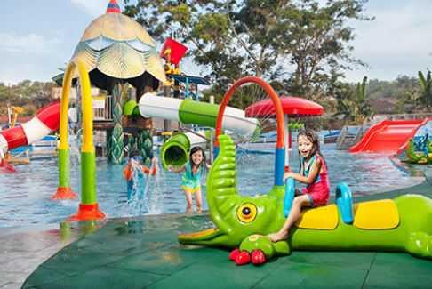 kolam renang predator fun park