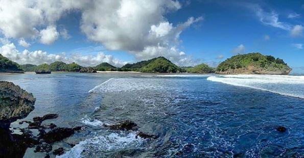 pantai teluk asmara