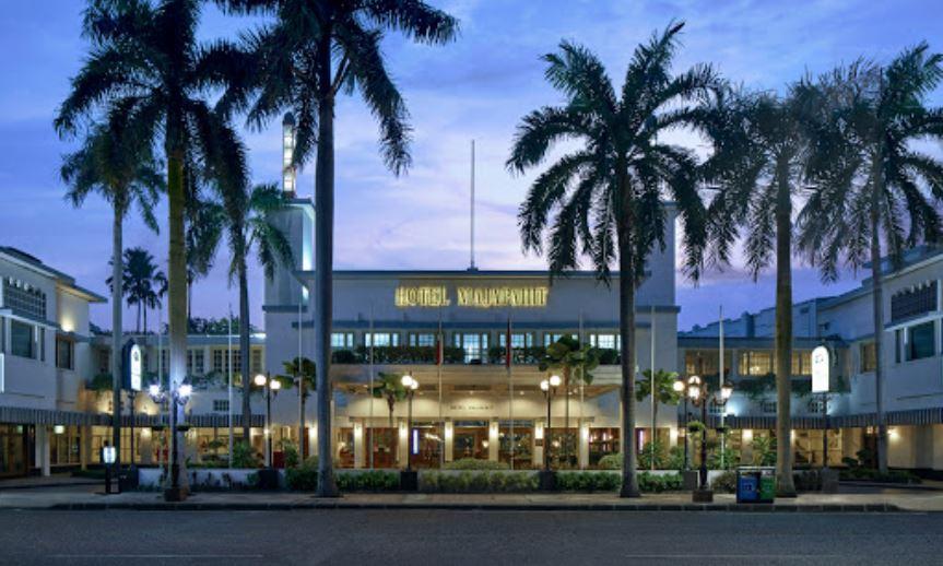 hotel bintang 5 di surabaya